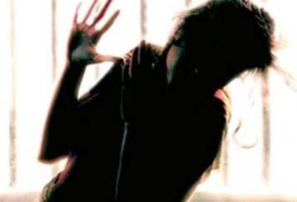 નવી દિલ્હીઃ 22 વર્ષની યુવતી પર ચાલતી કારમાં ગેેંગરેપ, ત્રણેય આરોપીઓ ફરાર