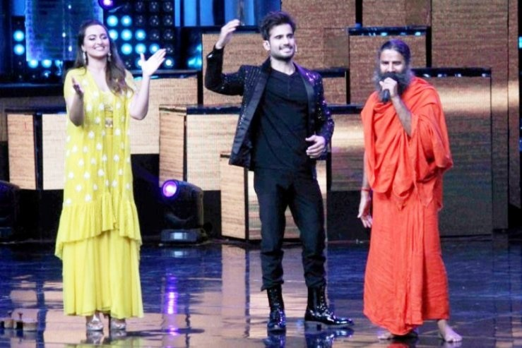 4-baba ramdevs class of yoga in nach baliye