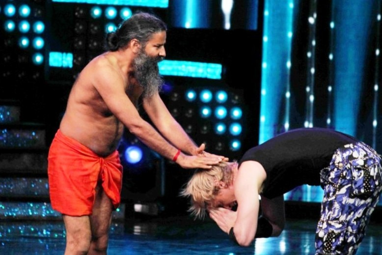 5-baba ramdevs class of yoga in nach baliye