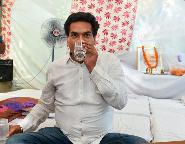2-kapil mishra connects arvind kejriwal to hawala claims new allegations