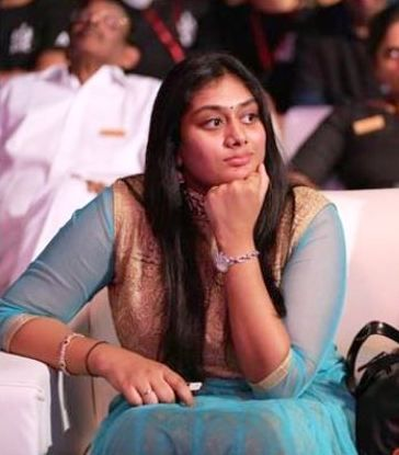 4-Prabhas-sister-Pragathi
