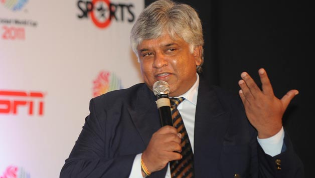 Former-Sri-Lankan-cricket-captain-Arjuna-Ranatunga-R-speaks-as-former-Pakistan-Cricket-captain-Imran-Khan-L-looks-on-during-the-ICC-Cricket-World-Cup-2011