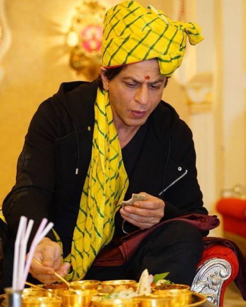 1-superstar shah rukh khan relishes rajasthani thali