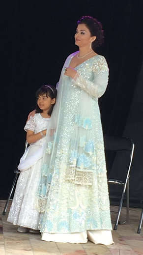 6-Aishwarya Rai Bachchan and daughter Aaradhya hoist Indian flag in Melbourne