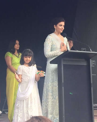 7-Aishwarya Rai Bachchan and daughter Aaradhya hoist Indian flag in Melbourne