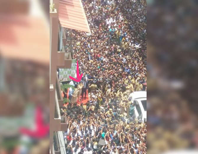 7-bollywood actress sunny leone takes kochi by storm huge fans video goes viral