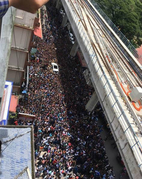 11-bollywood actress sunny leone takes kochi by storm huge fans video goes viral