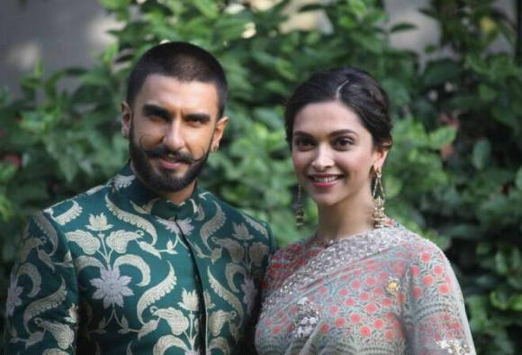 2-this deepika padukone ranveer singh kiss is making the internet so so happy