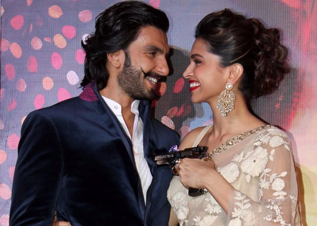 5-this deepika padukone ranveer singh kiss is making the internet so so happy