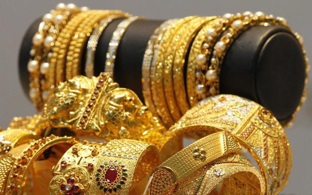 5-gold slumps to 10 mth low sheds rs 500 on global weakness