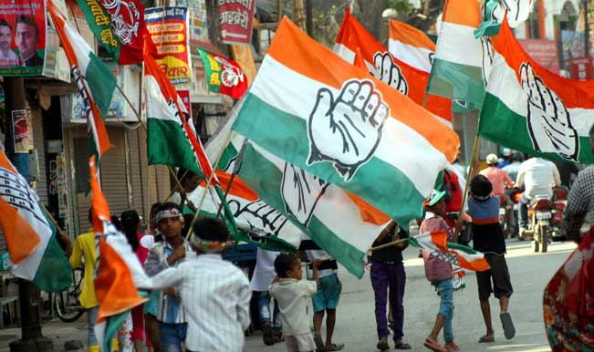 children-with-congress-party-flags-during-the-roadshow-of-congress-vice-president-rahul-gandhi1