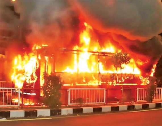 1-2 buses torched in surat after police detain dozen patidar protesters