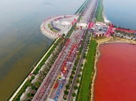 ચીનમાં અજીબો ગરીબ પ્રકારનું તળાવ,  ઋતુ પ્રમાણે બદલાય છે રંગ