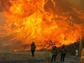 કેલિફોર્નિયાના જંગલોમાં ઈતિહાસની સૌથી ભીષણ આગ, 11ના મોત, 100થી વધુ લોકો ગુમ