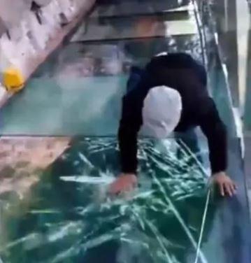 3-glass bridge cracks in china