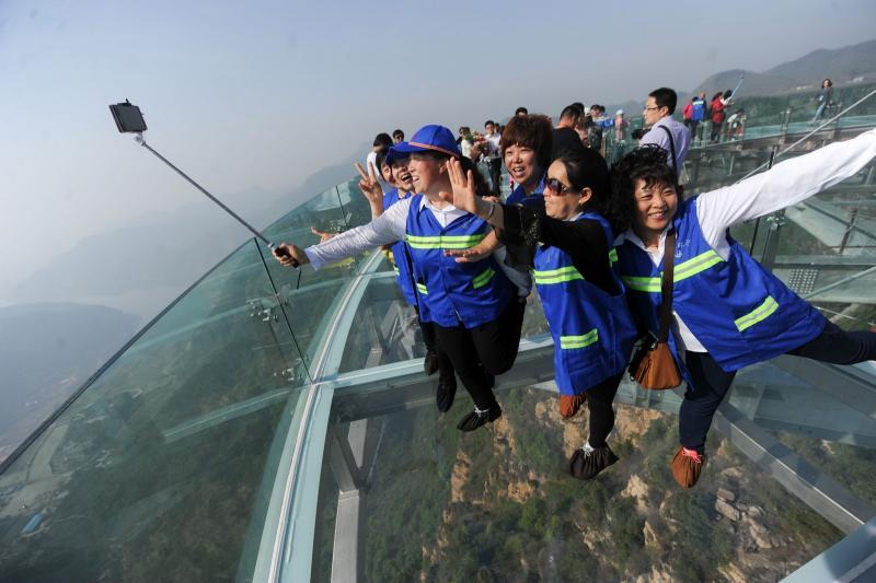 4-glass bridge cracks in china