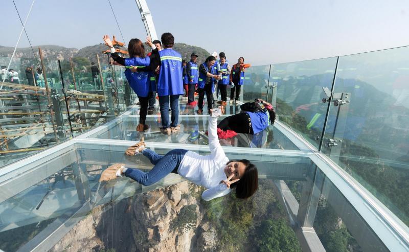 9-glass bridge cracks in china