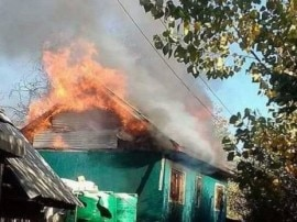 જમ્મુ-કાશ્મીર: શોપિયાંમાં આંતકીઓએ કાલે પૂર્વ સરપંચની કરી હત્યા, આજે તેના ઘરને લોકોએ ચાંપી દીધી આગ