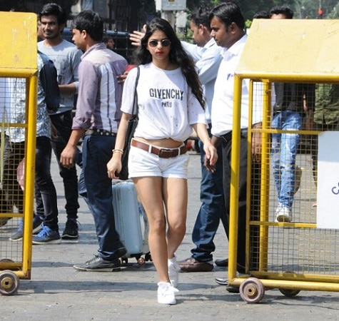 1-suhana khan wore a white t shirt from givenchy which costs more than 50000 rupees