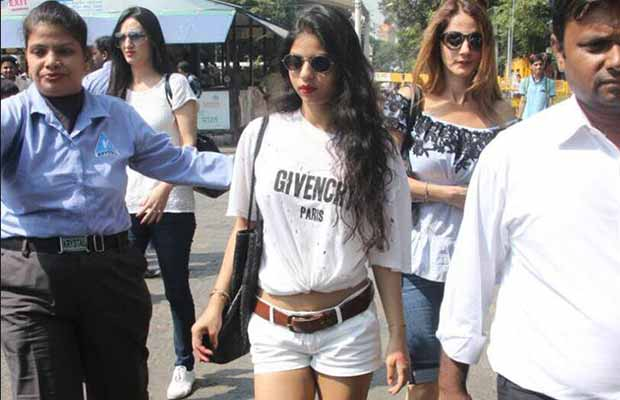 2-suhana khan wore a white t shirt from givenchy which costs more than 50000 rupees