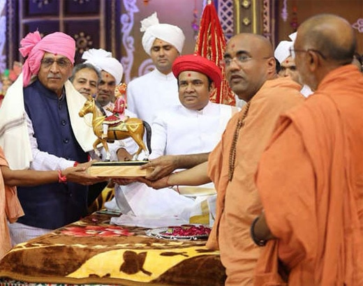 5-swaminarayan temple in vadtal openly backs bjp appeals to devotees to vote for narendra