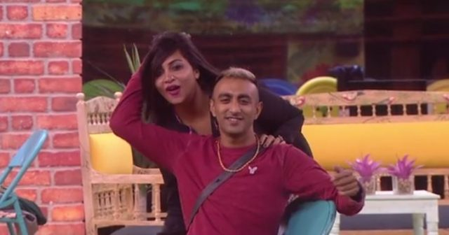 2-akash dadlani asked arshi khan to show her cleavage in bigg boss house