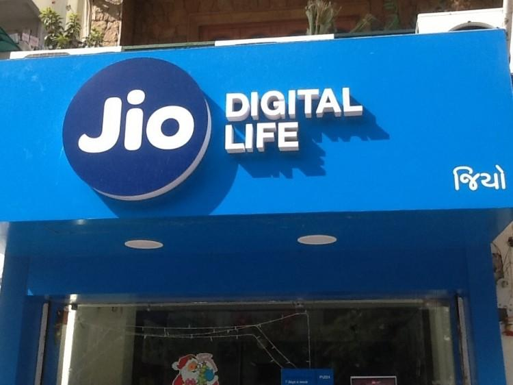 1-reliance jio set to launch its own virtual reality app in 2018