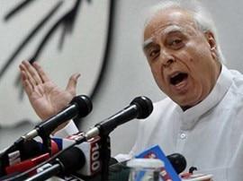 સિબ્બલે BJP પર સાધ્યું નિશાન, 'પદ્માવતીને લઈને બોલશો તો માથુ ગુમાવશો અને મોદી વિરુદ્ધ બોલશો તો આંગળી'