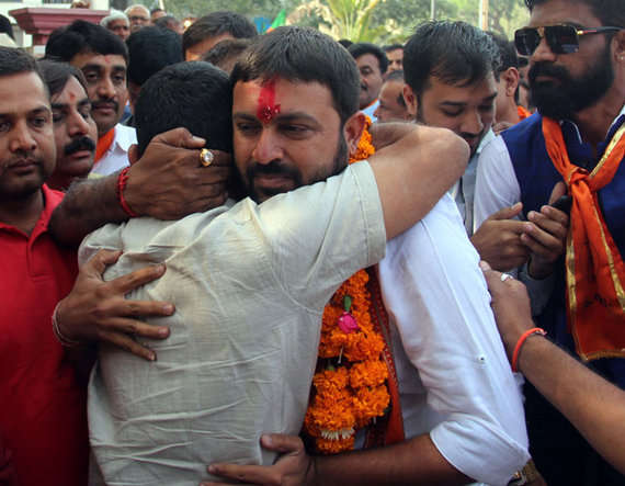 4-Jayesh Radadiya file nomination form jetpur, vitthal radadiya brother cry