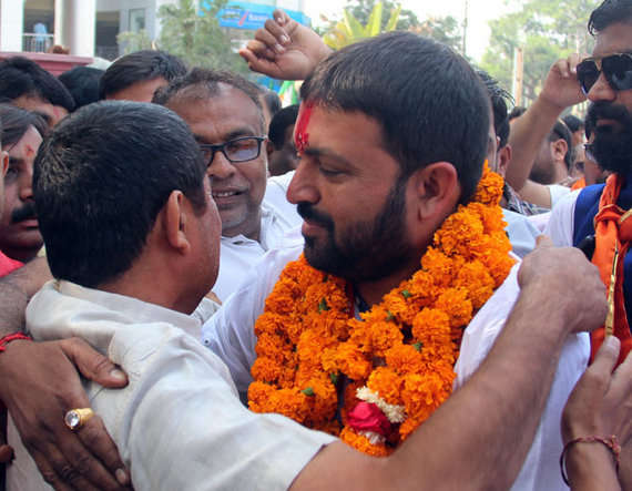 5-Jayesh Radadiya file nomination form jetpur, vitthal radadiya brother cry