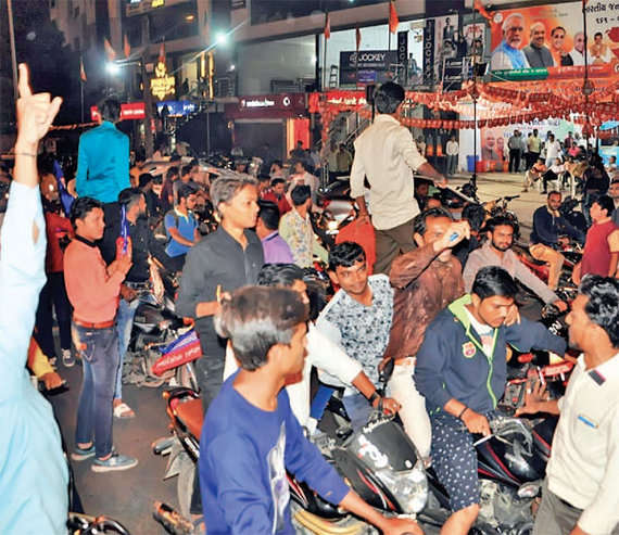 1-gujarat poll paas protest surat police detaing paas workers congress leaders