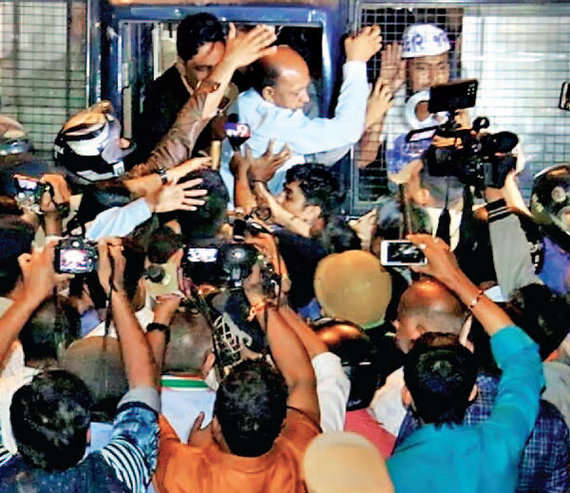 2-gujarat poll paas protest surat police detaing paas workers congress leaders