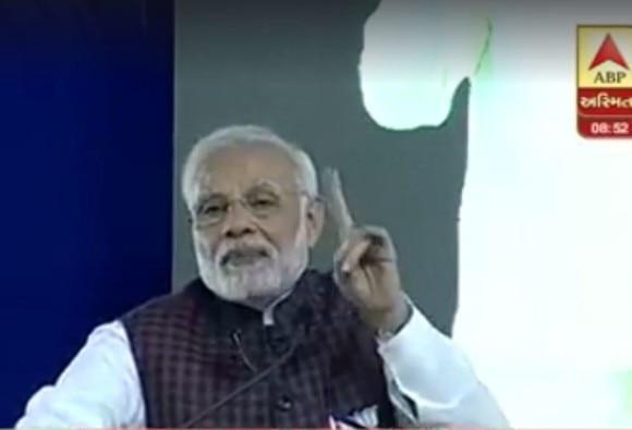 પહેલા હાવર્ડવાળા હતા, આપણે હાર્ડવર્કવાળા પીએમ : PM મોદી