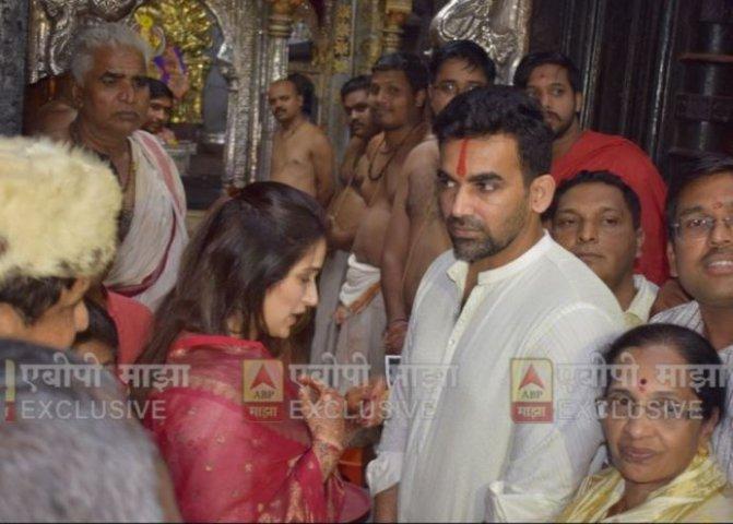 2-post court marriage sagarika ghatge and zaheer khan visit mahalakshmi temple kolhapur