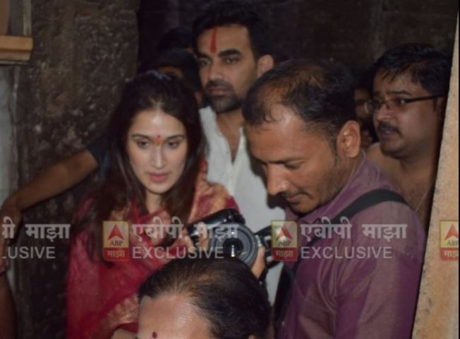 6-post court marriage sagarika ghatge and zaheer khan visit mahalakshmi temple kolhapur