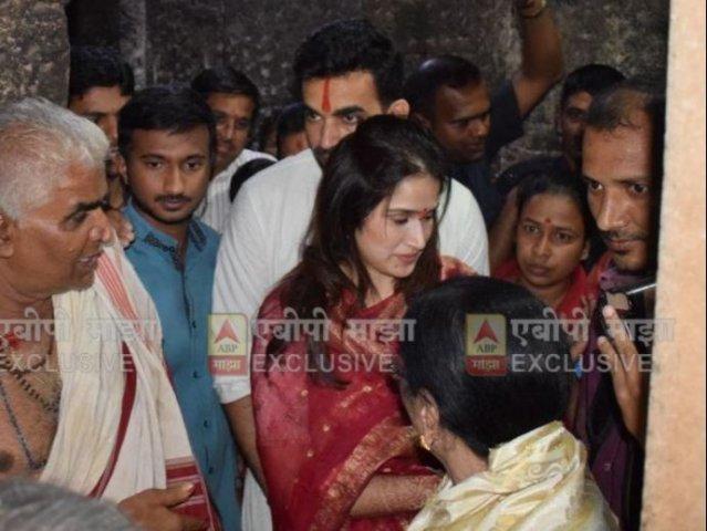 7-post court marriage sagarika ghatge and zaheer khan visit mahalakshmi temple kolhapur