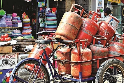 4-it to inform oil min on taxpayers earning over rs 10 lakh for lpg subsidy