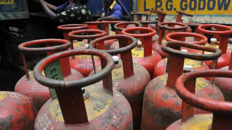 2-it to inform oil min on taxpayers earning over rs 10 lakh for lpg subsidy