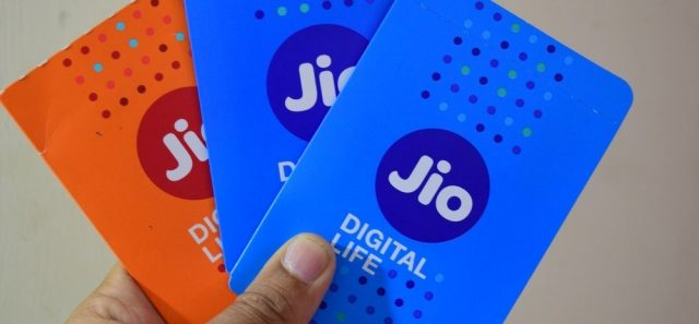 2-reliance jio tops 4g download speed for september trai