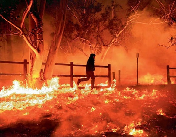 1-california wild fire enters the heart of los angeles in the united states