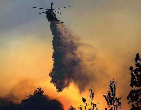 2-california wild fire enters the heart of los angeles in the united states