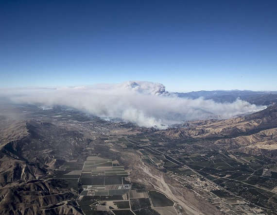 6-california wild fire enters the heart of los angeles in the united states