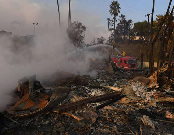 8-california wild fire enters the heart of los angeles in the united states