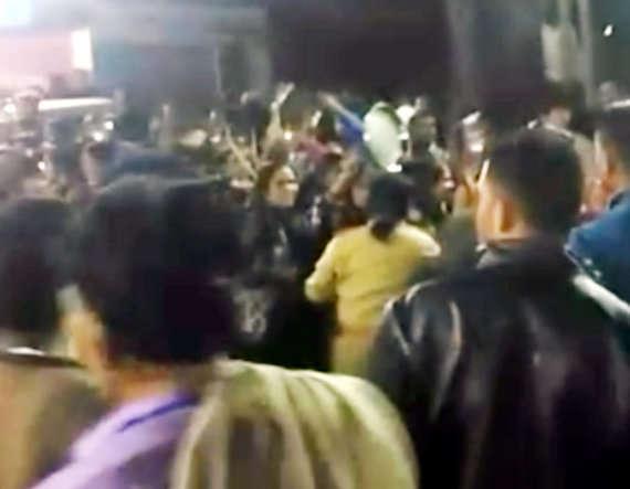 4-women protest against parshottam rupalas election rally in mehsana visnagar patidar