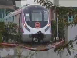 દિલ્લી:  ટ્રાયલ દરમિયાન દિવાલ તોડી બહાર નીકળી ડ્રાઈવરલેસ મેટ્રો