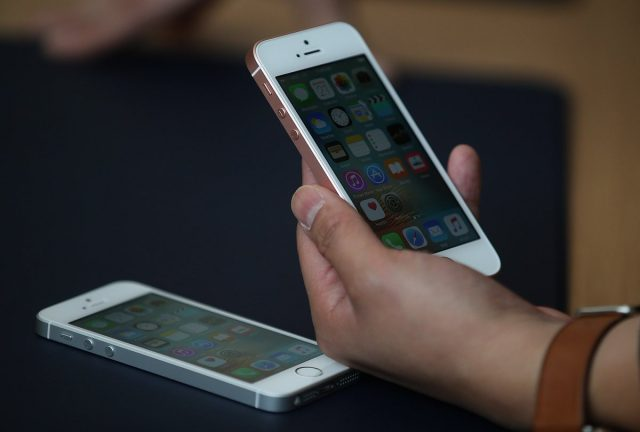 2-apple confirms why iphones gets slow with older batteries