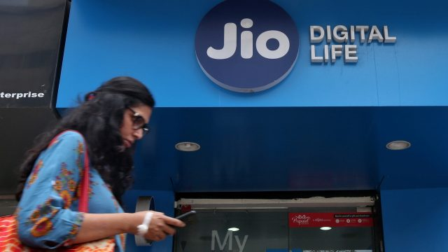 1-reliance jio the happy new year surprise offer cashback upto rs 3300 om recharge of rs 399 and above