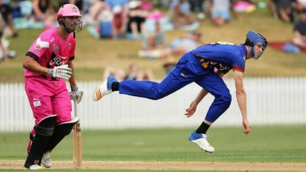 4-otago pace bowler warren barnes bowling in his protective helmet see video