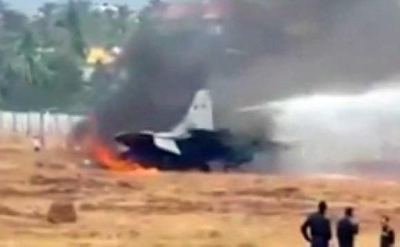 ગોવા: એરફોર્સનું મિગ-29કે વિમાન નજીકના ખેતરમાં ઘુસી જતા આગ લાગી, ટ્રેઈની પાયલોટનો આબાદ બચાવ