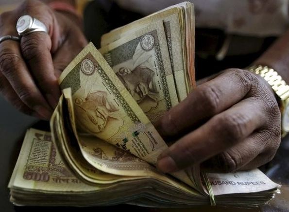2-utlets that will accept rs 1000 and rs 500 notes in next 72 hours